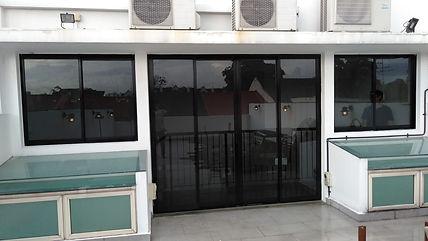 Penthouse aluminum sliding door with win