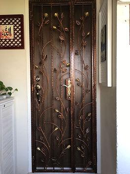Elegant Rose Design Wrought Iron Gate.jp