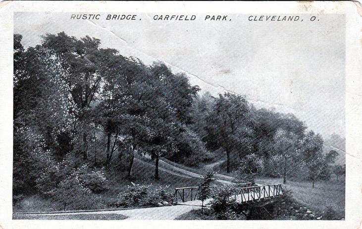 Bridge in Garfield Park 1912.jpg