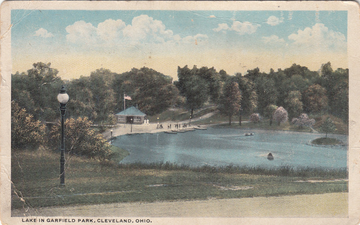 Lake in Garfield Park 1917.jpg