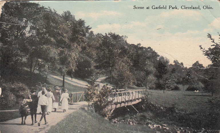 Scene at Garfield Park 1911.jpg