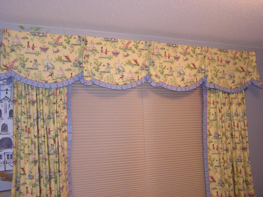Queen Ann valance with draperies