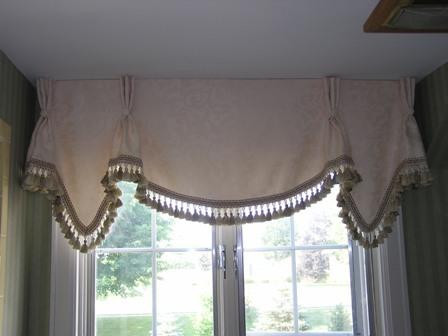 Pleated valance with tassle trim