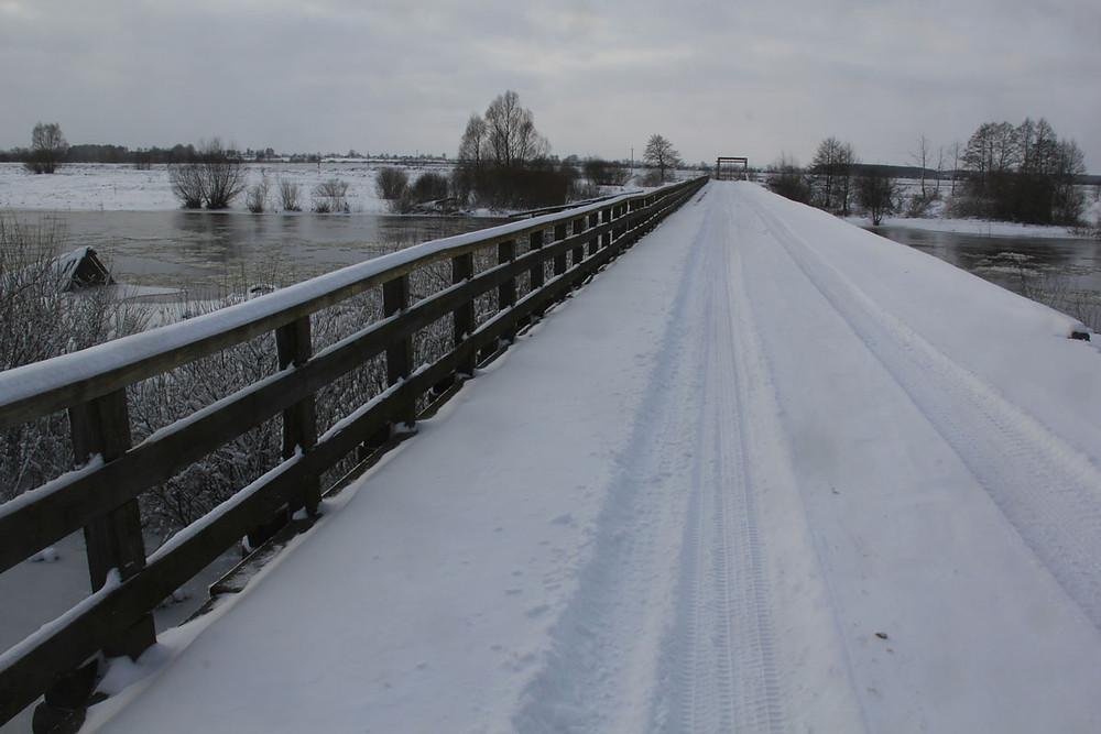 Стары драўняны мост праз Нёман  у Сіняўскай Слабадзе ў 2014 годзе.