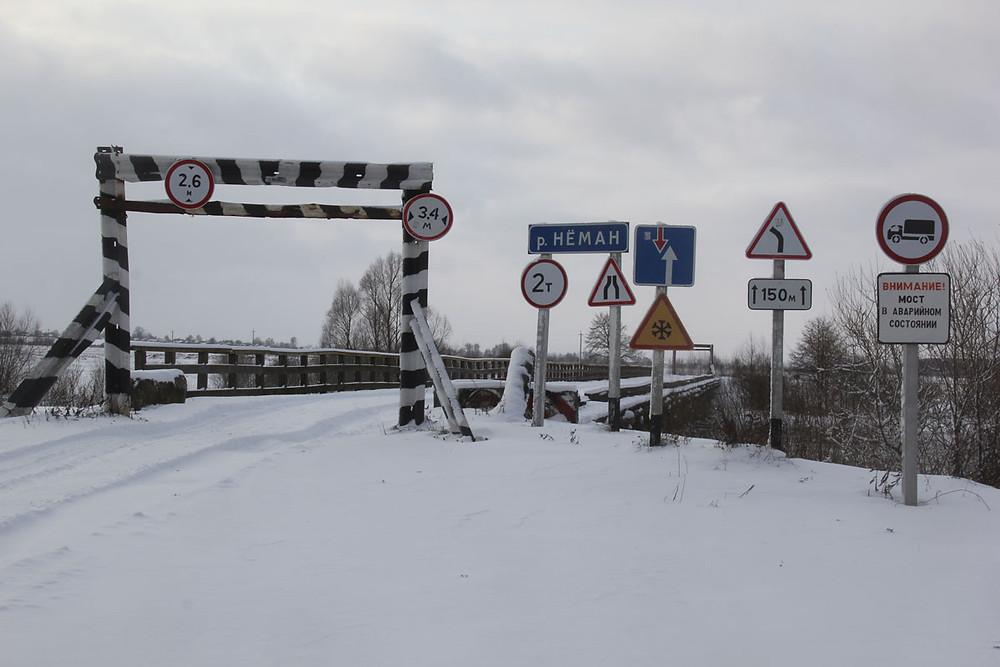 Папярэджваньні пры ўездзе на мост у Сіняўскай Слабадзе, 2014 год.