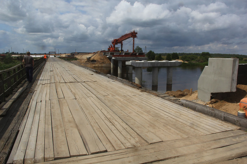 Будаўніцтва новага мосту ў Сіняўскай Слабадзе летам 2017 году.