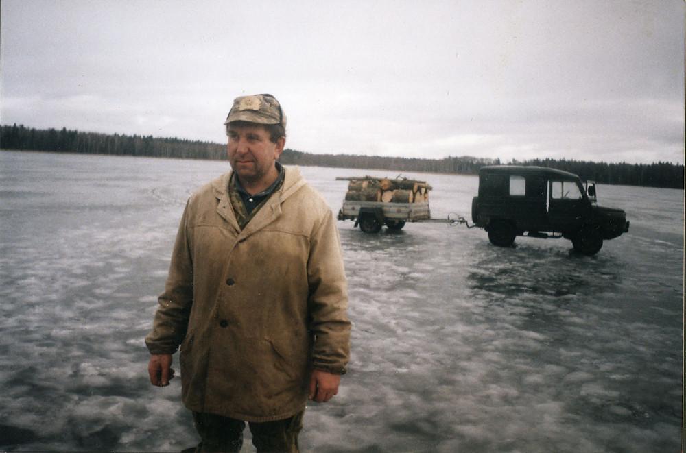 Язэп (Юзік) Грыгарцэвіч на Кромані непадалёку ад свайго хутара Ўстрынь-Баркі, 1991.