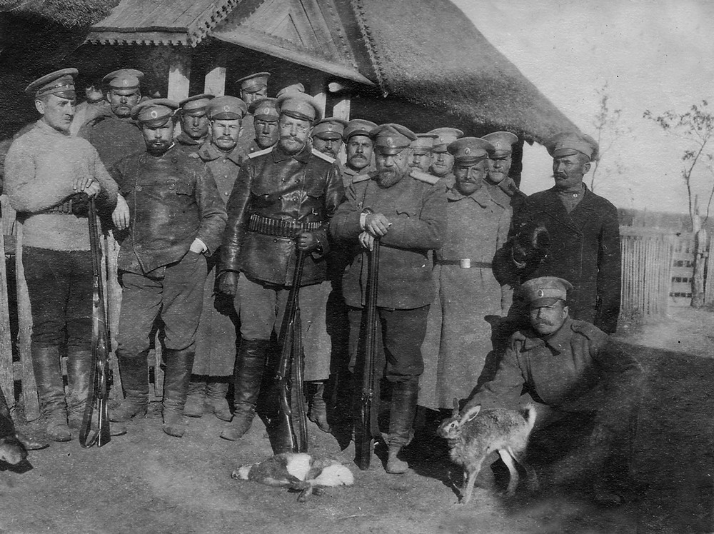 Russian  officiers and soldiers in Haliandernia after hunting on hares in the hamlet surroundings, Naliboki Forest in October 1916. Photo from the collection of Yury Tsekhanovich.