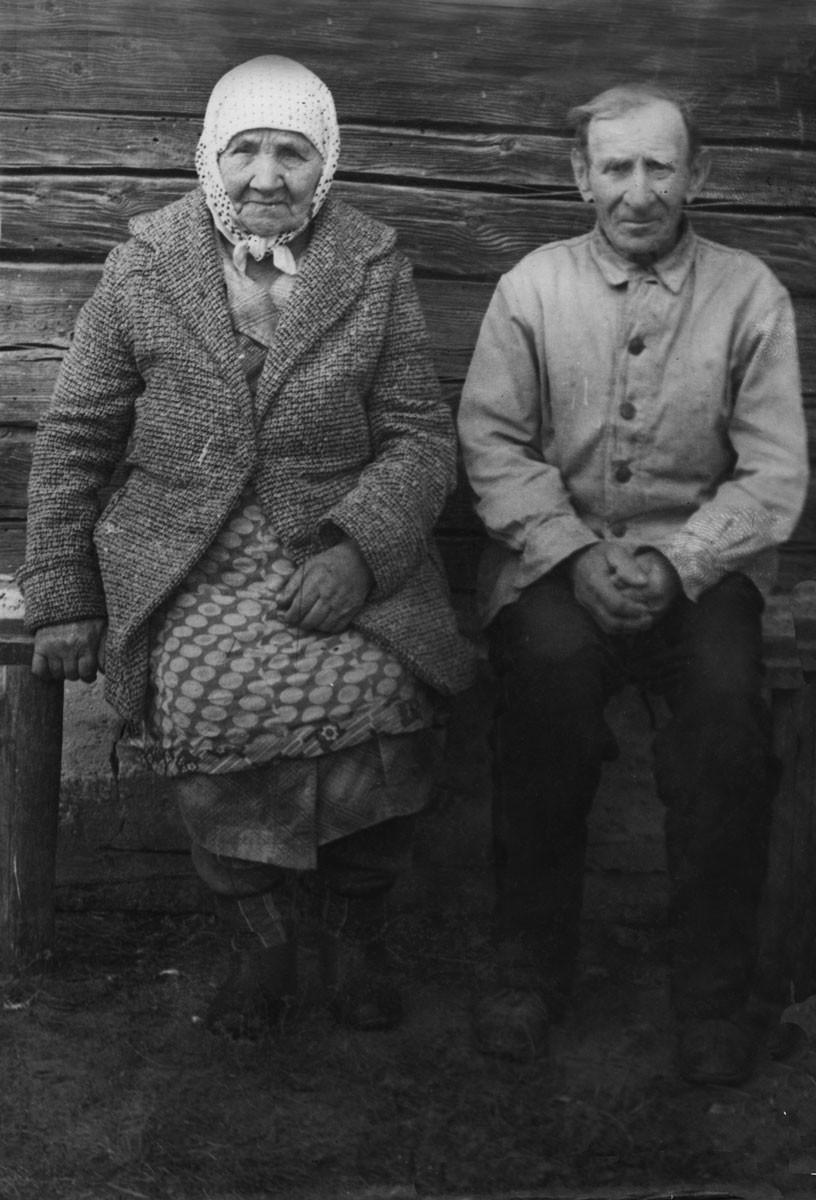 Натальля й Антось Сабалеўскія - адны з апошніх жыхароў Валяваткі. Фота 1986 года з калекцыі Сабалеўскіх.