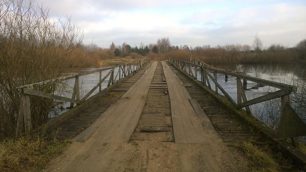 Драўняны мост праз Нёман у Дзялятычах у 2015 годзе.