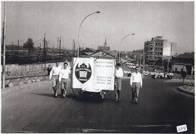 Desfile - Viaduto Miguel Vicente Cury  - Estandarte.JPG