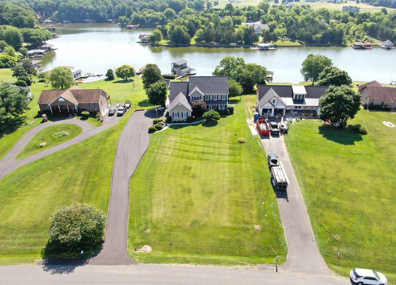 6749.LakePointe.aerial.TIMSNYDERPHOTO2021-3.jpg