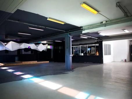 Club ou warehouse : Le contraste qui divise