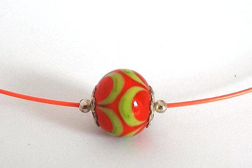 Tour de cou une perle orange et vert anis en verre filé