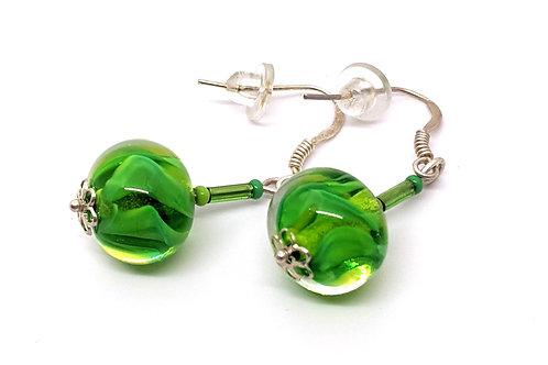 "Boucles d'oreilles pendantes ""Anahata"" en verre de Murano vert"
