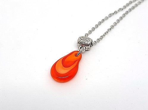 "Petit pendentif ""Larmichette"" orange en verre de Murano"