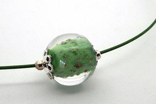 Tour de cou une perle vert pailleté et transparent