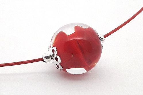 Tour de cou une perle rouge et transparent