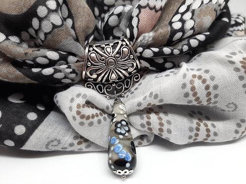 Bijou de foulard et foulard assorti