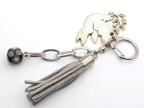 Bijou de sac porte-clés gris colombe
