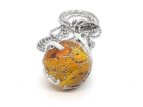 """Pendentif """"L'enlacée"""" perle jaune en verre de Murano"""