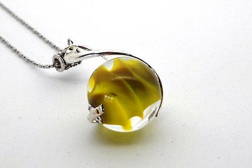 """Pendentif """"L'enlacée"""" perle jaune avec torsade métallique"""
