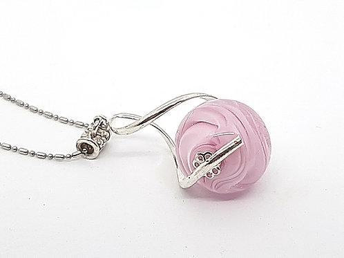 "Pendentif ""L'enlacée"" perle rose clair en verre de Murano avec torsade"