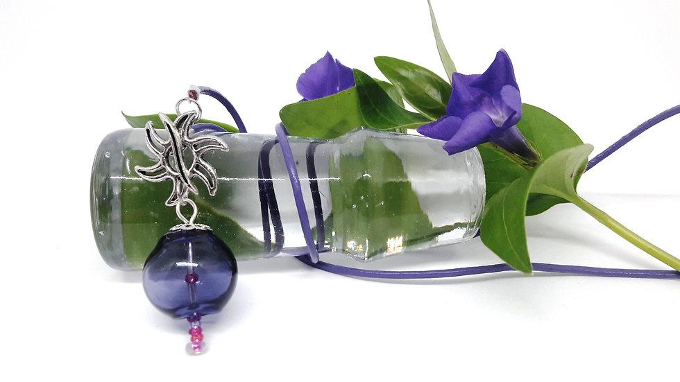 collier violet perle soufflée en verre d