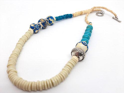 "Collier ""Ethnochic"" ivoire et bleu turquoise en verre de Murano"