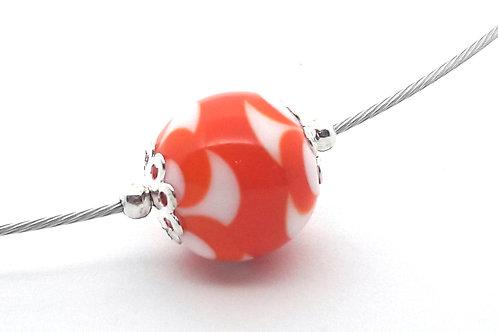 Tour de cou une perle blanche et orange