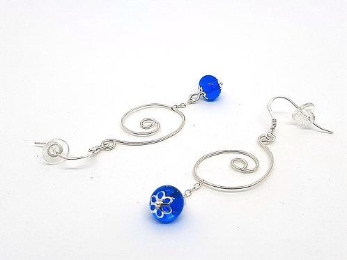 """Boucles d'oreilles """"Volubilis"""" en verre de Murano bleu et argent 925"""