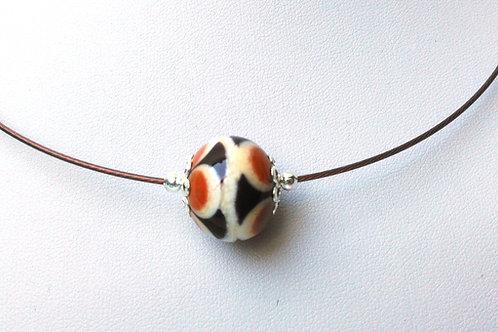 Tour de cou une perle beige et marron