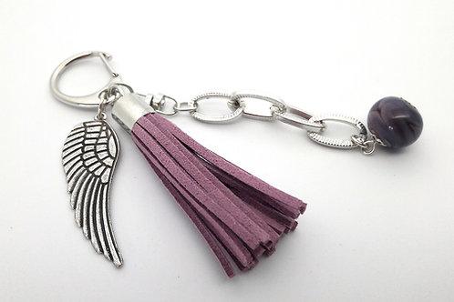 Bijou de sac porte-clés violet avec aile d'ange