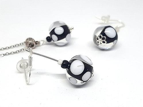 """Parure """"Pois"""" pendentif et boucles d'oreilles verre noir et blanc"""