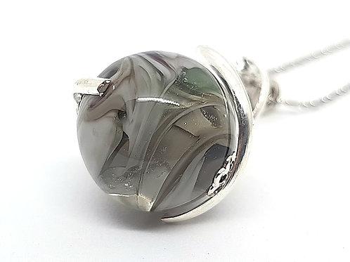 "Pendentif ""L'enlacée"" perle grise en verre de Murano et torsade métallique"