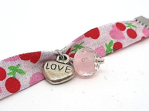 Bracelet pour enfant en tissu coeur et cerise roses perle en verre de Murano