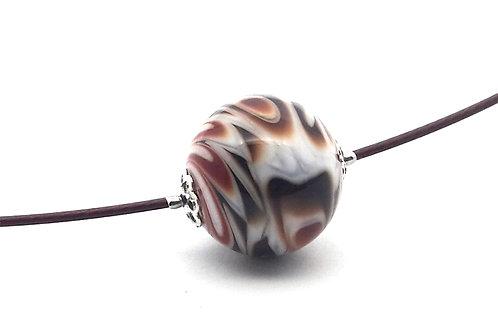 Tour de cou une perle couleur d'automne en verre filé