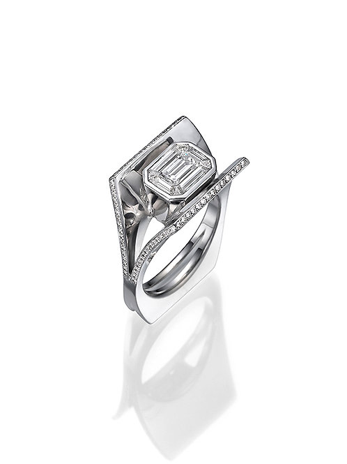 Solitaire ring, Engagemant ring, Emerald cut diamond Solitaire ring
