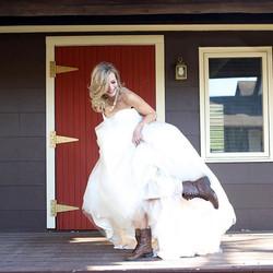 Love this recent bridal shot 📸 by _worldtravelingq #lonsdale #bride #bridal #theweddingshoppe #life
