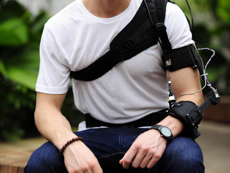 Soft robotic elbow suit
