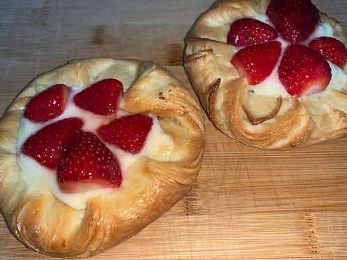 """Unser """"Erdbeerplunder"""" leckerer Plunder mit Erdbeer auf Pudding"""