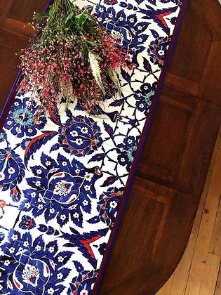 Chemin de table motifs céramiques