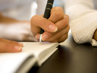 Being Left-Handed: reason or intuition?