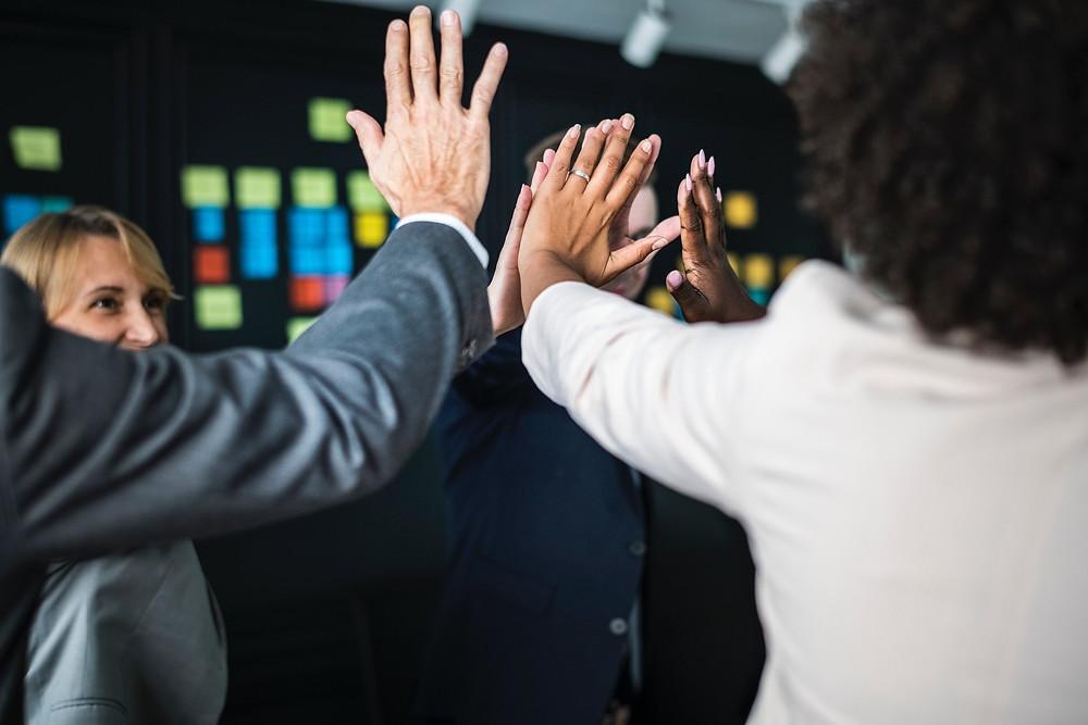 Como aumentar a positividade no local de trabalho BeWell Portugal