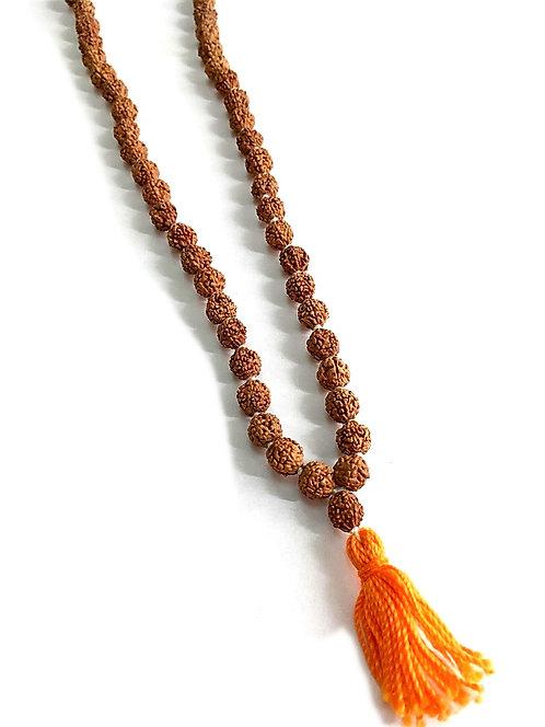 Рудракша мала брахманская с оранжевой кисточкой