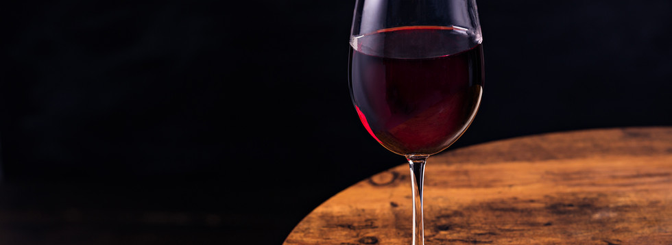 refreshing-red-wine-glass-EUNAQK2.jpg