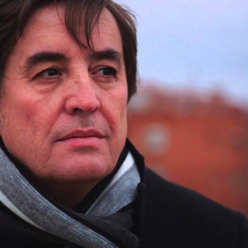 Subtitulado para sordos del documental «Aunque tú no lo sepas (la poesía de Luís García Montero)».