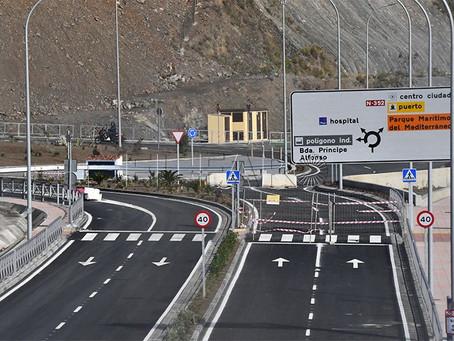 La renovada carretera y el embudo de la Almadraba