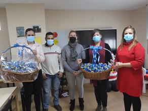 ACEPAS dona 256 pelotas antiestrés de croché a la Asociación de Autismo de Ceuta