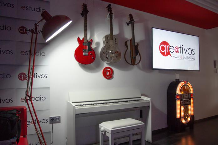 GUITARRAS ESTUDIO QREATIVOS.jpg